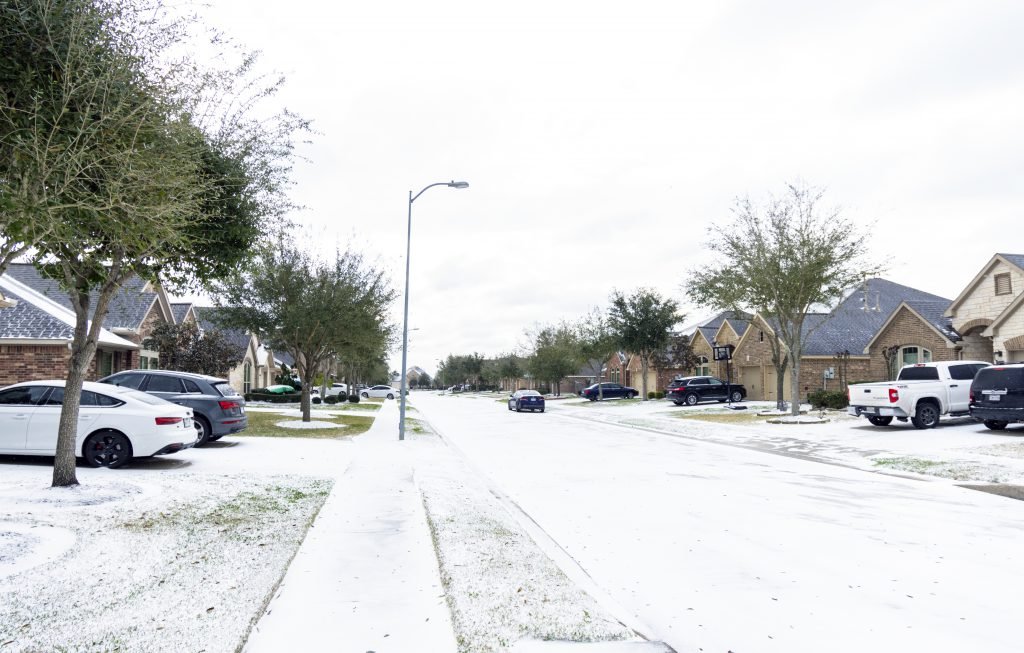 Texas community with light snow accumulation
